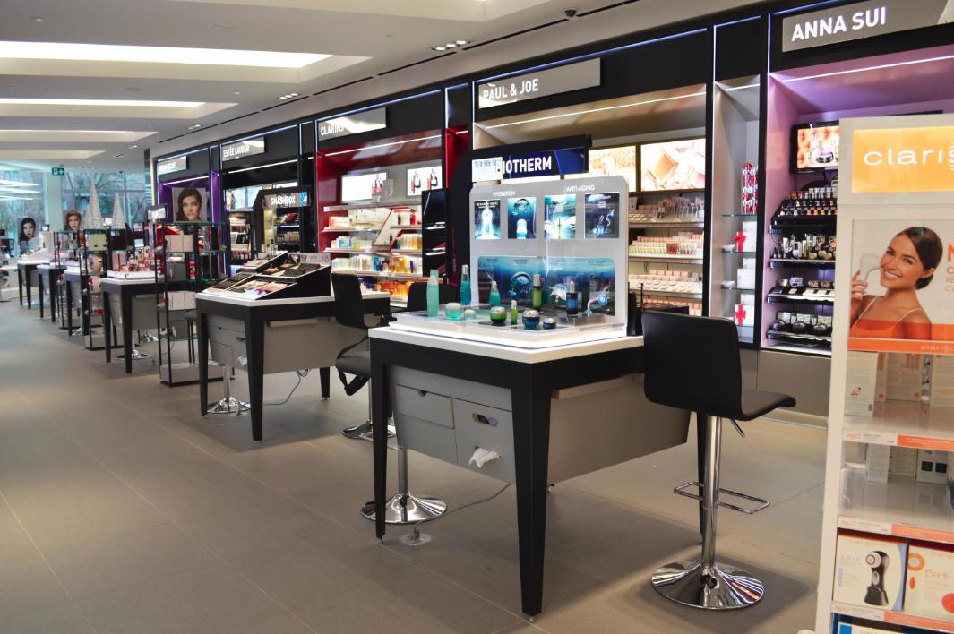 Cosmetics retail fixtures design